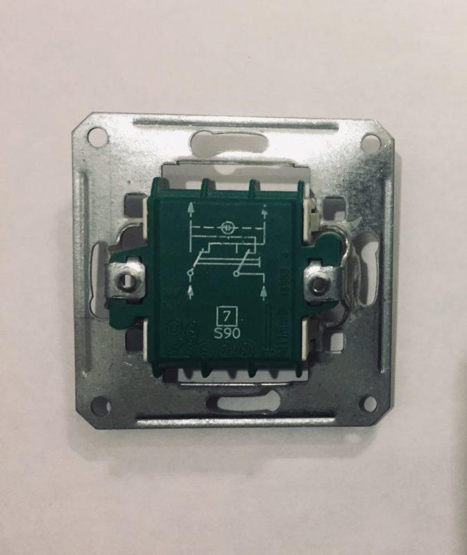 Устройство проходного выключателя