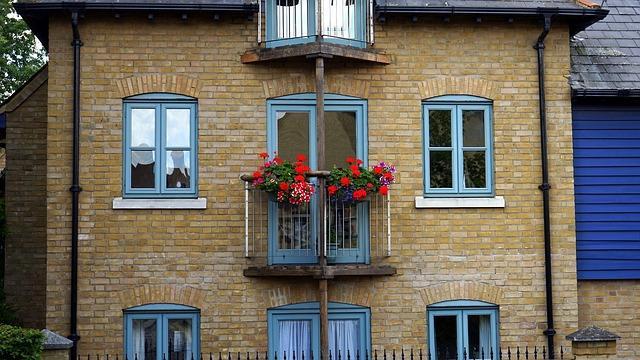 Дом с кирпичным фасадом