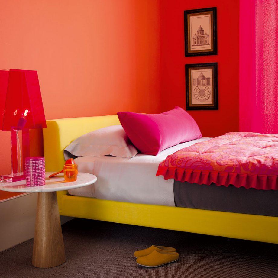 Яркая комната для девочки подростка