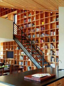 лестница в маленьком доме