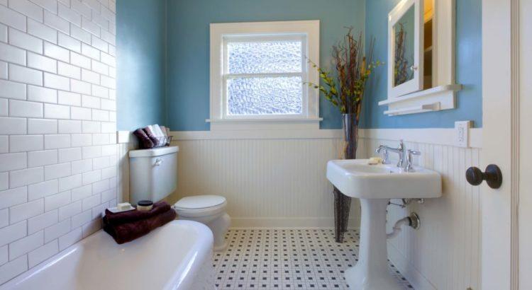 Кафельная плитка в ванной на стене