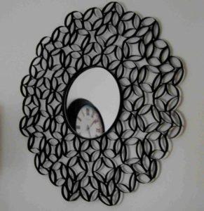 Рамка для зеркала из втулок от туалетной бумаги